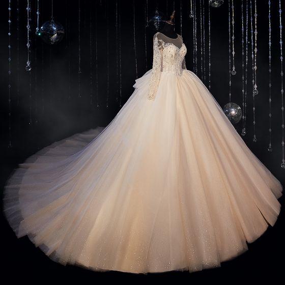 Luxus / Herrlich Champagner Hochzeits Brautkleider / Hochzeitskleider 2020 Ballkleid Durchsichtige Rundhalsausschnitt Lange Ärmel Rückenfreies Perlenstickerei Glanz Tülle Kathedrale Schleppe Rüschen