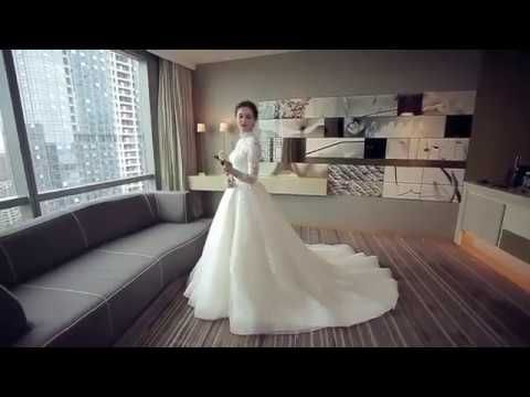 Schöne Champagner Brautkleider 2018 Ballkleid Mit Spitze Applikationen Stehkragen Rückenfreies Lange Ärmel Kathedrale Schleppe Hochzeit