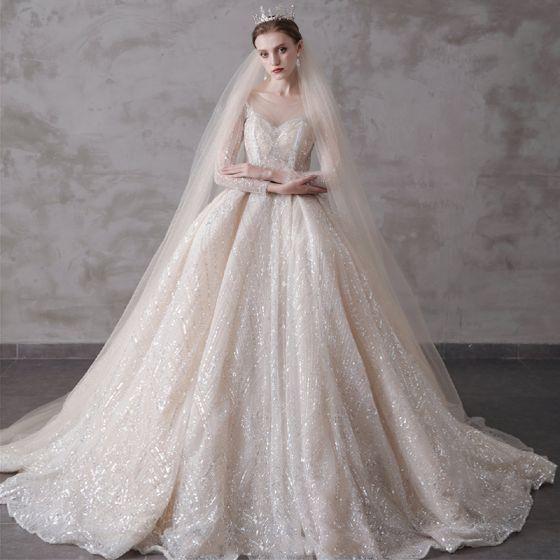 Glittrande Champagne Genomskinliga Bröllopsklänningar 2019 Balklänning Urringning 3/4 ärm Halterneck Paljetter Beading Cathedral Train Ruffle