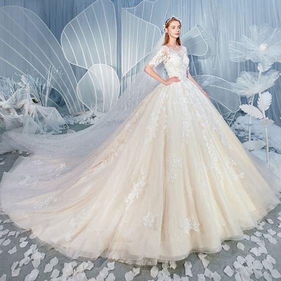 Snygga / Fina Champagne Bröllopsklänningar 2019 Prinsessa Urringning Beading Tassel Pärla Spets Blomma Appliqués Rhinestone 1/2 ärm Halterneck Cathedral Train