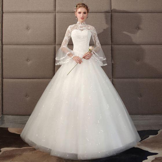 Abordable Style Chinois Ivoire Robe De Mariée 2018 Robe Boule En Dentelle Col Haut Dos Nu Manches Longues Longue Mariage