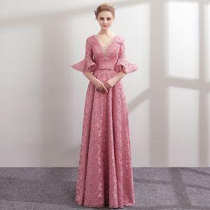 Moderne / Mode Rose Bonbon Dentelle Robe De Soirée 2018 Princesse Perle V-Cou 1/2 Manches Noeud Ceinture Longue Volants Dos Nu Robe De Ceremonie