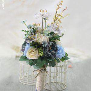 Vieux Retro Bleu The Elegante Bourgeons Roses Bouquet De Mariée Tenant Des Fleurs Fleurs De Mariage