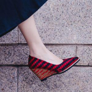 Chic / Belle 2017 8 cm / 3 inch Rouge Jaune Désinvolte Jardin / Extérieur Cuir Tomber Printemps Été Hiver Talons Hauts Talons Épais Sandales Sandales Femme