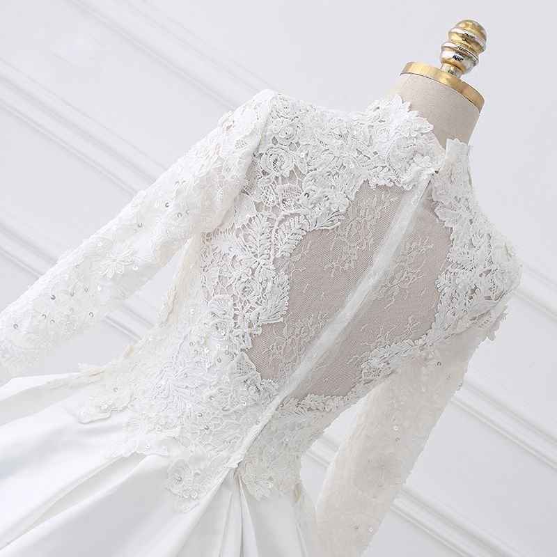 Vintage White Ball Gown Wedding Dresses 2017 Appliques Lace Ruffle Sequins Backless High Neck Long Sleeve