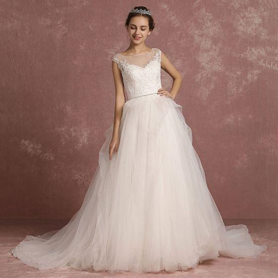 Eleganta Elfenben Bröllopsklänningar 2018 Prinsessa Fyrkantig Ringning Ärmlös Halterneck Appliqués Spets Rhinestone Skärp Domstol Tåg