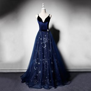 Élégant Bleu Marine Daim Robe De Soirée 2019 Princesse Bretelles Spaghetti Col v profond Sans Manches Faux Diamant Ceinture Perlage Brodé Longue Volants Dos Nu Robe De Ceremonie
