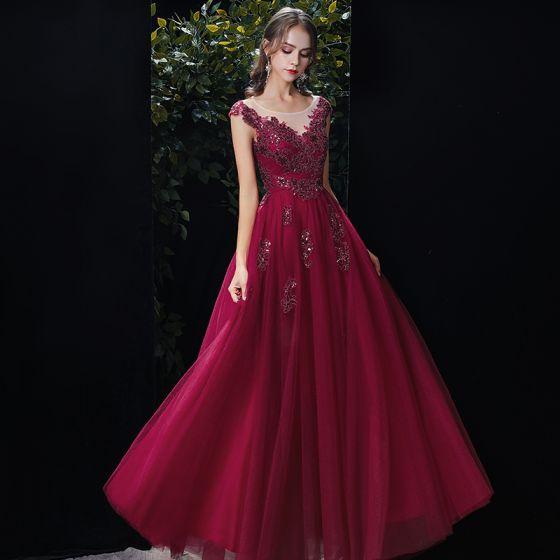 Piękne Burgund Przezroczyste Sukienki Wieczorowe 2020 Princessa Wycięciem Bez Rękawów Aplikacje Z Koronki Cekiny Frezowanie Długie Wzburzyć Bez Pleców Sukienki Wizytowe