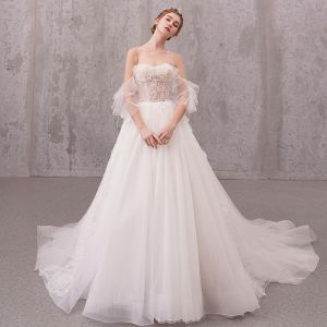 Illusion Ivory / Creme Durchsichtige Brautkleider / Hochzeitskleider 2020 A Linie Rundhalsausschnitt Kurze Ärmel Applikationen Spitze Perlenstickerei Perle Kapelle-Schleppe Rüschen