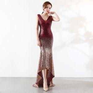 Sparkly Bourgogne Guld Selskabskjoler 2019 Havfrue V-Hals Pailletter Ærmeløs Halterneck Asymmetrisk Kjoler