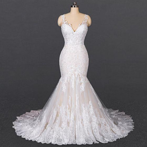Luxury / Gorgeous White Bridal Wedding Dresses 2020 Trumpet / Mermaid V-Neck Sleeveless Backless Appliques Lace Beading Court Train Ruffle