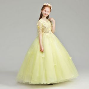Chic / Beautiful Yellow Flower Girl Dresses 2019 A-Line / Princess V-Neck 1/2 Sleeves Appliques Lace Pearl Floor-Length / Long Ruffle Wedding Party Dresses