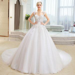 Eleganta Elfenben Bröllopsklänningar 2018 Balklänning Spets Appliqués Pierced Urringning Ärmlös Cathedral Train Bröllop