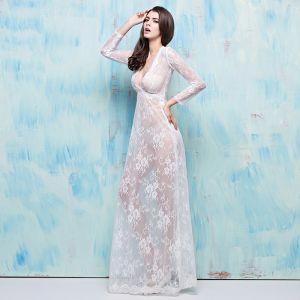 Schöne 2017 Weiß Abendkleider V-Ausschnitt Spitze Applikationen Rückenfreies Durchbohrt Partykleider
