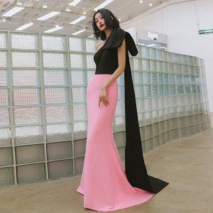 Dwa kolory Czarne Cukierki Różowy Sukienki Wieczorowe 2020 Syrena / Rozkloszowane Jedno Ramię Kokarda Bez Rękawów Trenem Sweep Bez Pleców Sukienki Wizytowe