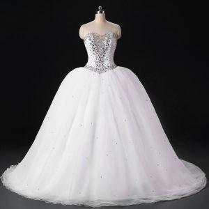 Błyszczące Białe Suknie Ślubne 2017 Bez Pleców Kochanie Bez Rękawów Frezowanie Kryształ Cekiny Organza Suknia Balowa Trenem Sweep