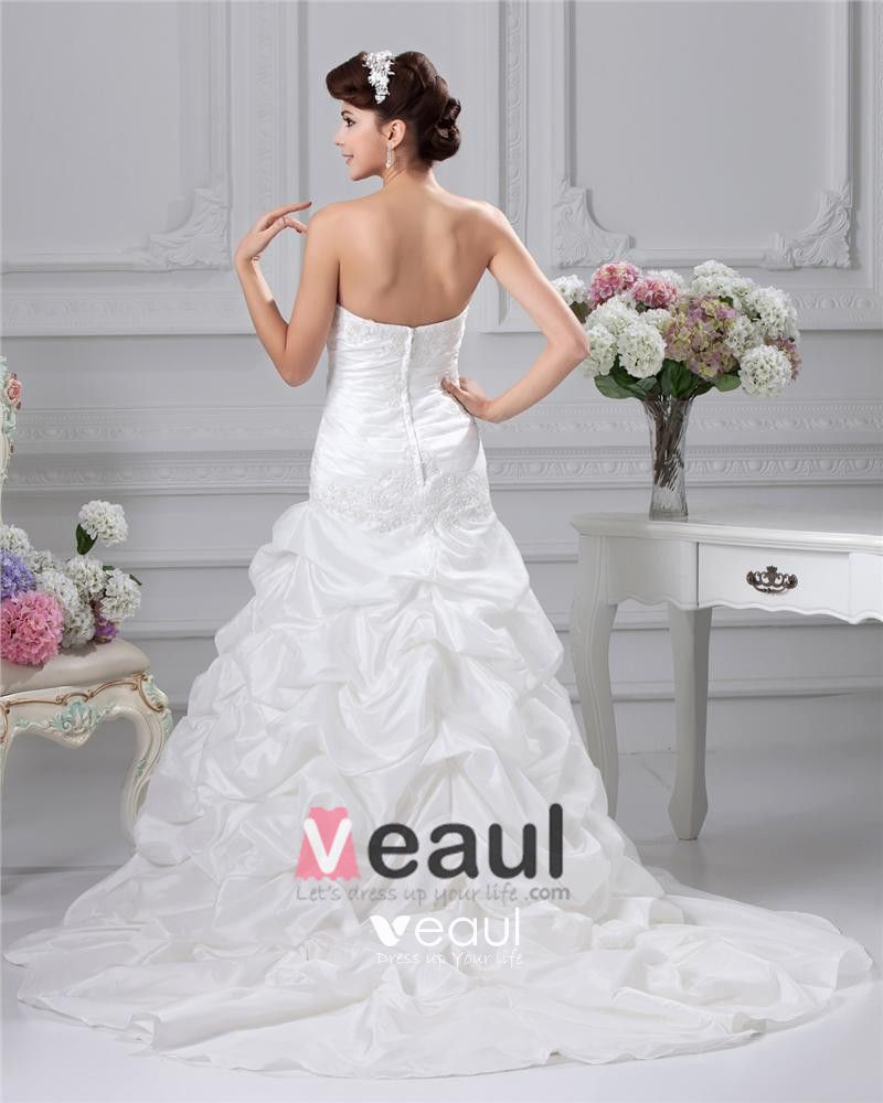 Taffeta Applique Pleated Strapless Sweep A-Line Bridal Gown Wedding Dresses
