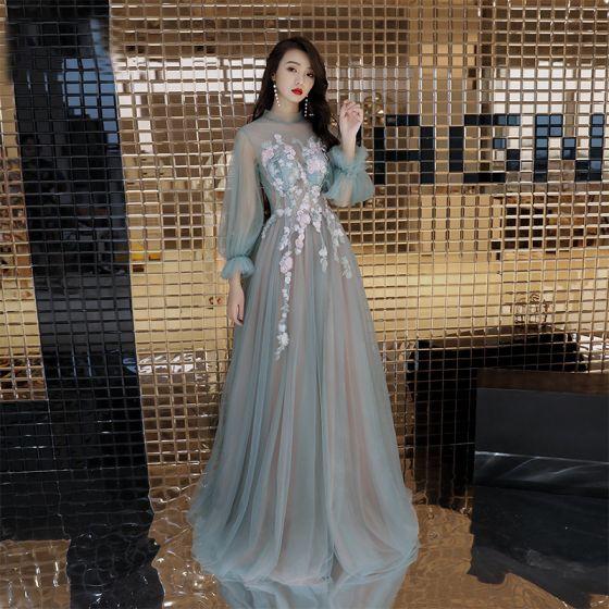 Eleganta Sage Grön Aftonklänningar 2019 Prinsessa Urringning Beading Pärla Rhinestone Spets Blomma Långärmad Halterneck Långa Formella Klänningar