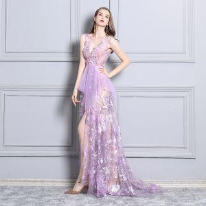 Sexy Lila Cocktailkleider 2019 Durchsichtige Spitze Strass V-Ausschnitt Ärmellos Rückenfreies Sweep / Pinsel Zug Festliche Kleider