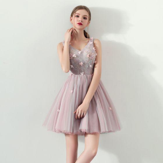 Stylowe / Modne Różowy Perłowy Lato Sukienki Koktajlowe 2018 Suknia Balowa V-Szyja Bez Rękawów Aplikacje Kwiat Frezowanie Perła Krótkie Wzburzyć Bez Pleców Sukienki Wizytowe