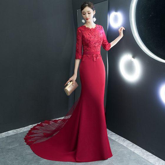 Niedrogie Czerwone Sukienki Wieczorowe 2019 Syrena / Rozkloszowane Wycięciem 1/2 Rękawy Szarfa Aplikacje Z Koronki Trenem Sąd Wzburzyć Sukienki Wizytowe