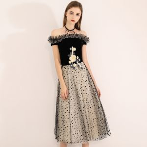 Chic / Beautiful Black Homecoming Graduation Dresses 2019 A-Line / Princess Off-The-Shoulder Suede Appliques Lace Spotted Sleeveless Backless Tea-length Formal Dresses