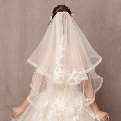 Classic Elegant White Short Wedding Veils 2019 Tulle Lace Appliques Wedding Accessories