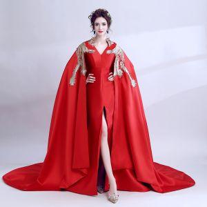 Ungewöhnlich Rot Mit Schal Abendkleider 2018 A Linie Stickerei V-Ausschnitt Ärmellos Hof-Schleppe Festliche Kleider