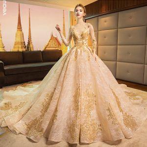 Luxus / Herrlich Gold Brautkleider / Hochzeitskleider 2019 A Linie Rundhalsausschnitt Glanz Spitze Blumen Kristall 3/4 Ärmel Rückenfreies Königliche Schleppe