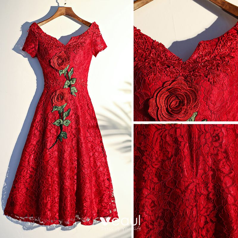 Chic / Beautiful Red Outdoor / Garden Graduation Dresses 2017 A-Line / Princess Crossed Straps Appliques Flower Lace Short Artificial Flowers V-Neck Short Sleeve
