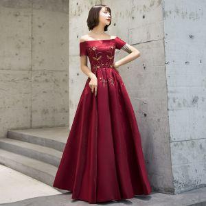 Schöne Burgunderrot Abendkleider 2019 A Linie Off Shoulder Kurze Ärmel Perlenstickerei Lange Rüschen Rückenfreies Festliche Kleider