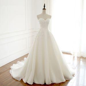 Mode Ivory / Creme Brautkleider / Hochzeitskleider 2018 A Linie Handgefertigt Blumen Perle Herz-Ausschnitt Rückenfreies Kurze Ärmel Kapelle-Schleppe Hochzeit