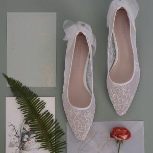 Hermoso Blanco Transparentes Zapatos de novia 2020 Con Encaje Flor Bowknot Cuero 3 cm Stilettos / Tacones De Aguja Low Heel Punta Estrecha Boda Tacones