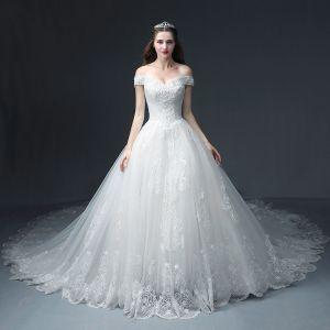 Lyx Vita Bröllopsklänningar 2018 Prinsessa Av Axeln Korta ärm Halterneck Appliqués Spets Beading Glittriga / Glitter Tyll Ruffle Cathedral Train