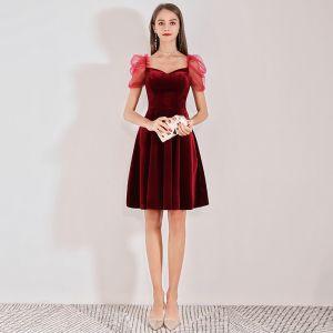 Chic / Belle Bordeaux Daim Robe De Graduation 2019 Princesse Encolure Carrée Manches Courtes Dos Nu Mi-Longues Robe De Ceremonie