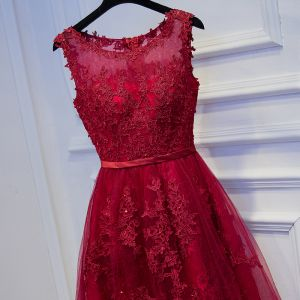 Schöne Rot Abiballkleider 2017 Mit Spitze Blumen Pailletten Kurze Rundhalsausschnitt Ärmellos A Linie Festliche Kleider