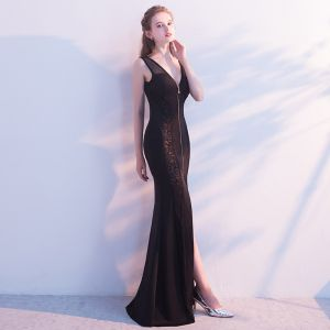 Chic / Beautiful Evening Dresses  2017 Black Trumpet / Mermaid Zipper Up Appliques Backless Court Train Charmeuse V-Neck Casual Church Cocktail Party Outdoor / Garden Summer Sleeveless Evening Party