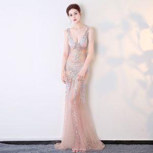 Seksowne Różowy Perłowy Przezroczyste Sukienki Wieczorowe 2018 Syrena / Rozkloszowane V-Szyja Bez Rękawów Frezowanie Kryształ Długie Bez Pleców Sukienki Wizytowe
