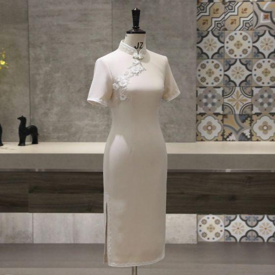 Style Chinois Beige Cheongsam 2020 Col Haut Manches Courtes Appliques Fleur Perlage Thé Longueur Robe De Ceremonie