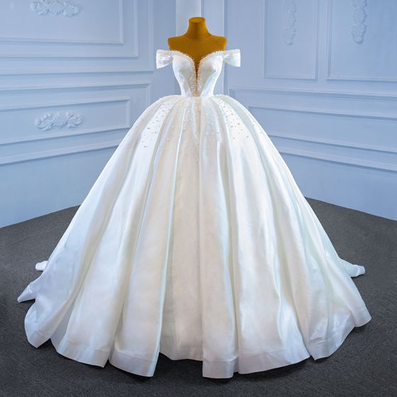 Luxury / Gorgeous White Satin Bridal Wedding Dresses 2021 Ball Gown See-through Off-The-Shoulder Deep V-Neck Short Sleeve Backless Handmade  Beading Pearl Chapel Train