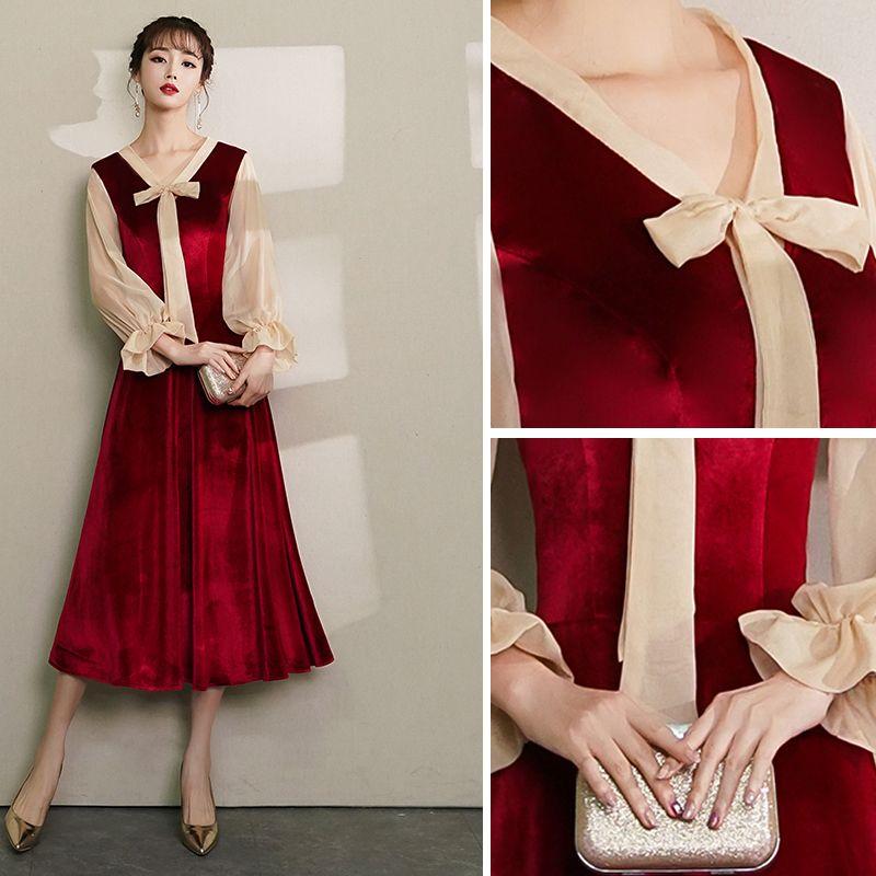 Vintage / Retro Burgundy Homecoming Graduation Dresses 2019 A-Line / Princess V-Neck Bow Suede Long Sleeve Tea-length Prom Dresses
