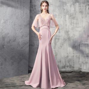 Elegante Pink Abendkleider 2019 Meerjungfrau Tiefer V-Ausschnitt Kurze Ärmel Strass Perlenstickerei Sweep / Pinsel Zug Rüschen Rückenfreies Festliche Kleider