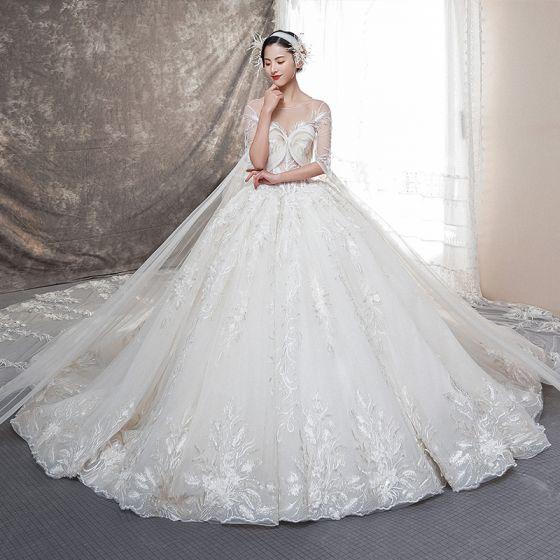 Illusion Champagne Genomskinliga Bröllopsklänningar 2019 Balklänning Urringning Halterneck Bell ärmar Beading Appliqués Spets Watteau Train Ruffle