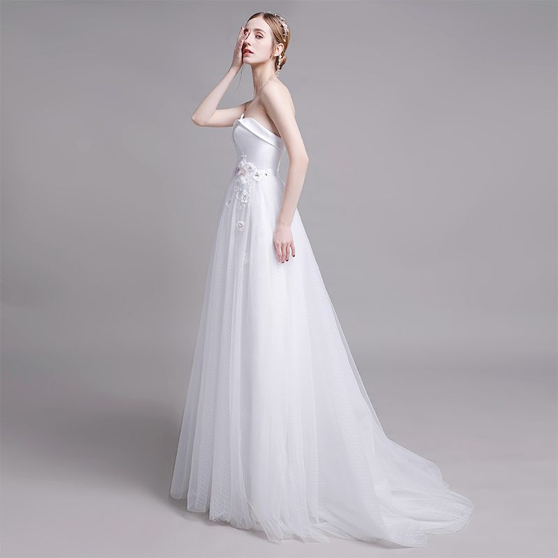 Modest / Simple White Wedding Dresses 2019 A-Line / Princess Strapless Lace Pearl Flower Sleeveless Backless Sweep Train