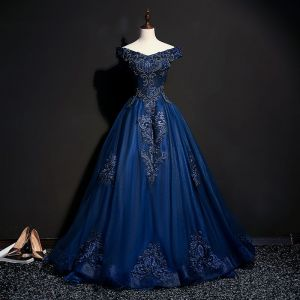 Vintage / Retro Navy Blue Prom Dresses 2018 Ball Gown Off-The-Shoulder Short Sleeve Appliques Lace Pearl Beading Floor-Length / Long Ruffle Backless Formal Dresses