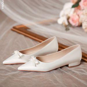 Elegante Ivory / Creme Satin Flache Brautschuhe 2020 Schleife Spitzschuh Hochzeit High Heels
