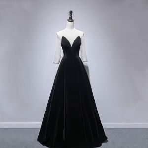 Modest / Simple Black Velour Winter Evening Dresses  2020 A-Line / Princess See-through Scoop Neck Long Sleeve Beading Floor-Length / Long Ruffle Backless Formal Dresses