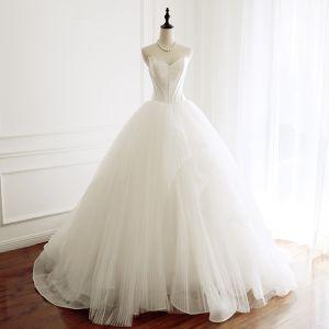 Schöne Ivory / Creme Brautkleider / Hochzeitskleider 2018 Ballkleid Unique Herz-Ausschnitt Ärmellos Rückenfreies Kapelle-Schleppe Hochzeit