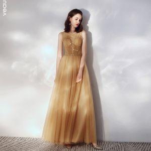 Stilig Guld Aftonklänningar 2019 Prinsessa Ruffle Urringning Beading Spets Blomma Appliqués Ärmlös Långa Formella Klänningar