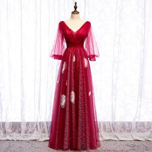 Edles Rot Abendkleider 2020 A Linie V-Ausschnitt Feder Perlenstickerei Lange Ärmel Rückenfreies Lange Festliche Kleider